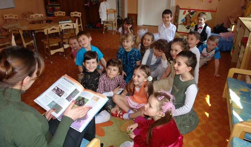 Занятие педагога с детьми в детском саду