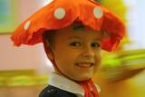 Ребенок в костюме мухомора